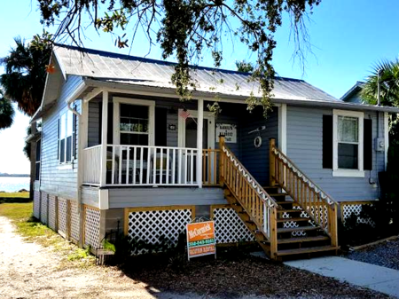 This down town cottage in Cedar Key is a Must Stay!