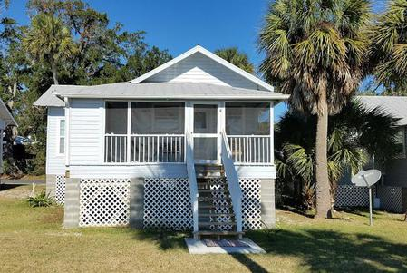 Aunt Mays Cottage is a Cedar Key rental on the Gulf of Mexico