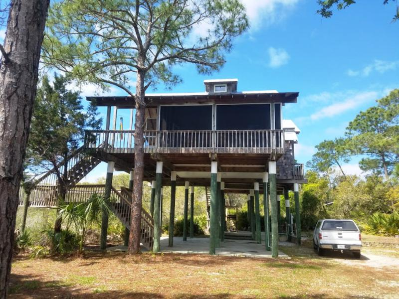 Swell Cedar Key Florida Vacations Rentals On The Waterfront Home Interior And Landscaping Transignezvosmurscom